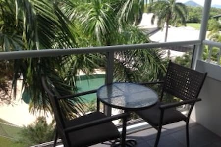 Perfect pad VIEWS POOLS FULLY AC Free WiFi Foxtel