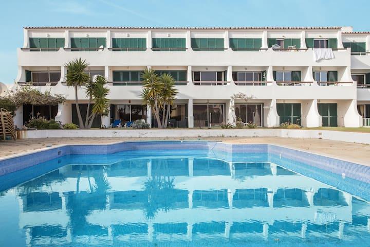 """Charmantes Apartment """"Navegador"""" in Strandnähe mit Pool, Terrasse und Garten ; Parkplatz vorhanden"""