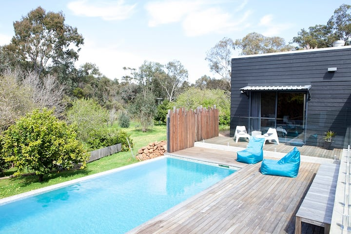 Perth Hills luxury nature getaway (4 Guests)