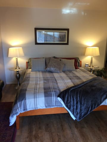 Deluxe Private Suite w/Cal King Bed - Windsor - Maison