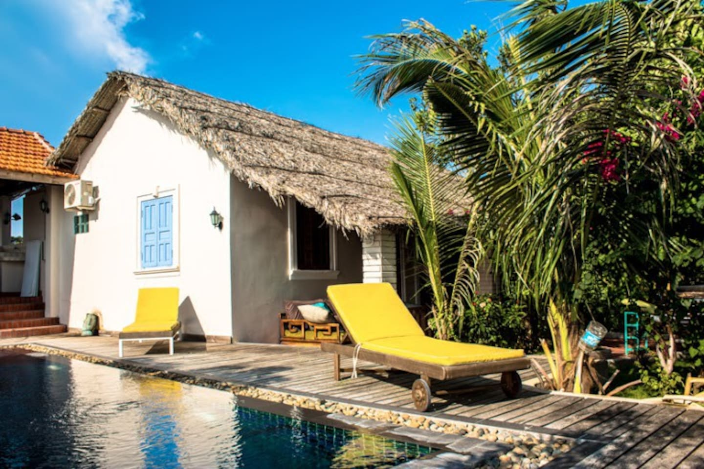 From the private room you have direct access to the shared garden with pool.