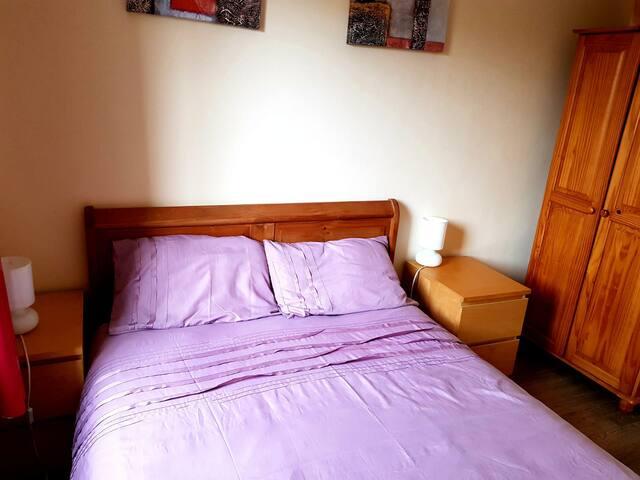 Majestic  double bedroom  in Edinburgh city