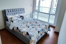 Queen size bed with 8 inch uratex mattress