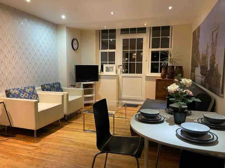 Rooms available close to Hammersmith station