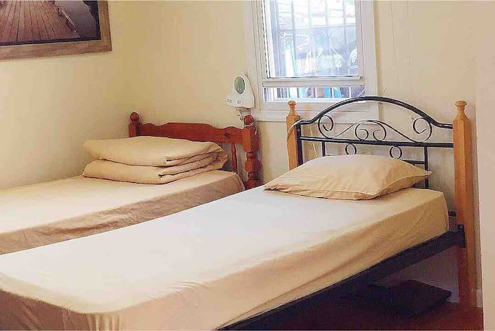 Private cozy clean quiet and large room convenient