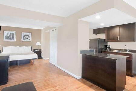 2 Bedroom Studio Suite