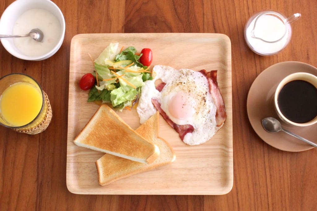 You can have breakfast at 500 yen if you want.  ご希望の場合は、500円で朝食をご用意させていただきます。