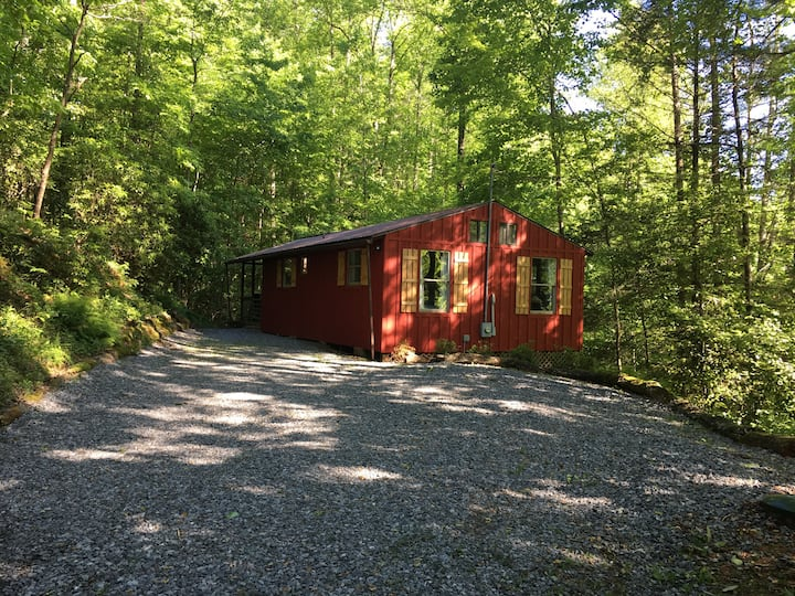 Red Roger Cabin- Heart of the Wilderness