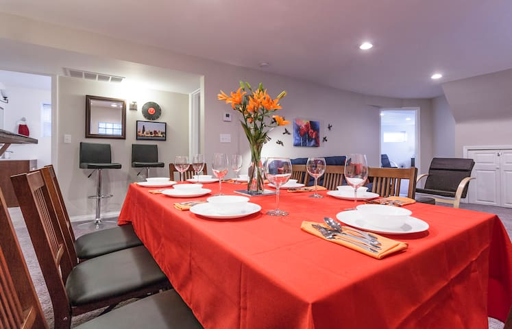 Our family celebrated Thanksgiving with 8 of us around this table.  Worked great! All table service and linens are found in the kitchen and yours to use.