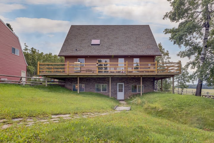 🏕Millarville 80's Rustic 3BD Farmhouse🏕