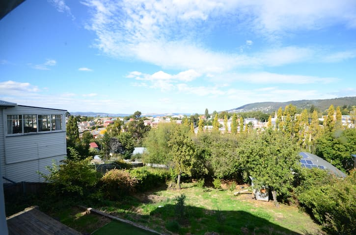 Pet friendly holiday rentals apartments houses in for Home ideas centre hobart