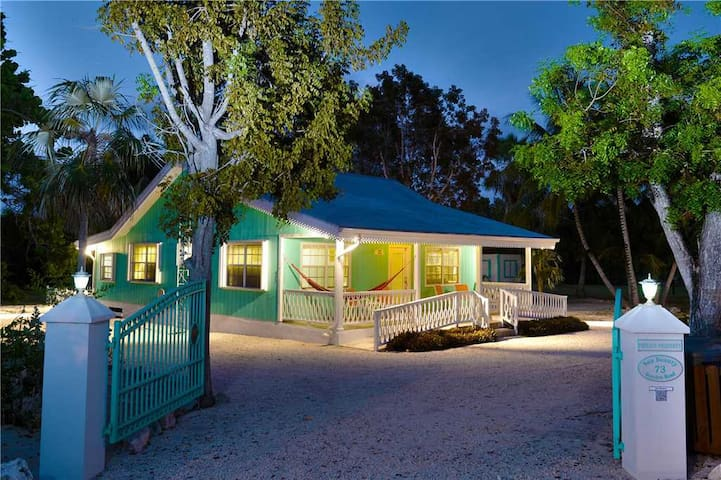 Sea Beauty: Cayman Style Cozy Cottage w/300-feet of Private Beach