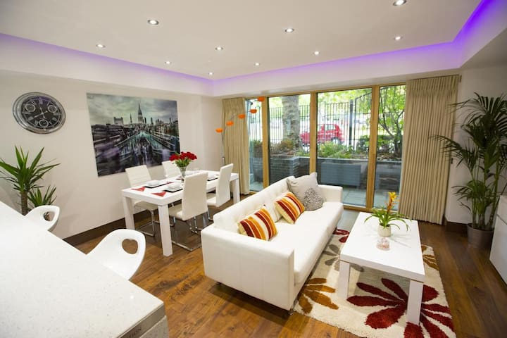 Luxury and High Spec Apartment in London