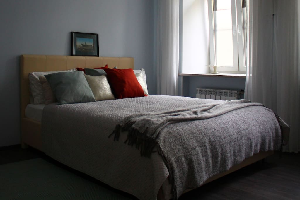 the main attraction - exquisitely comfortable bed!