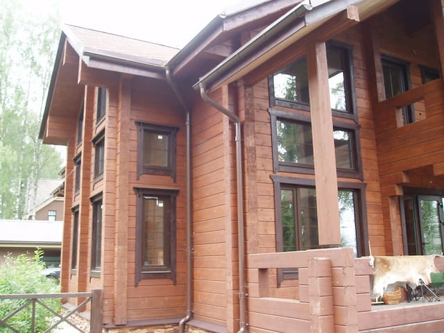Nice wooden 4 bedroom house 300 m2 on the lake.