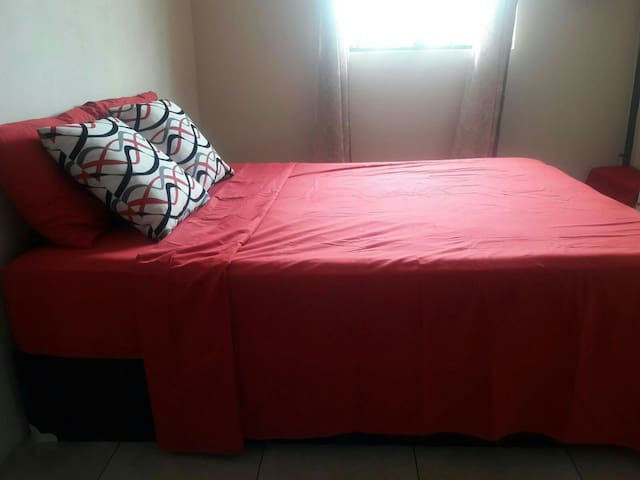 Cozy Carnival Accommodation - Charlieville - Apartemen
