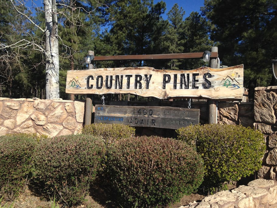 Charming Pinetop community with pool, rec room, hot tub, and more.