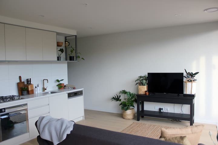Brand New Queen Sized Room in Heart of Northcote