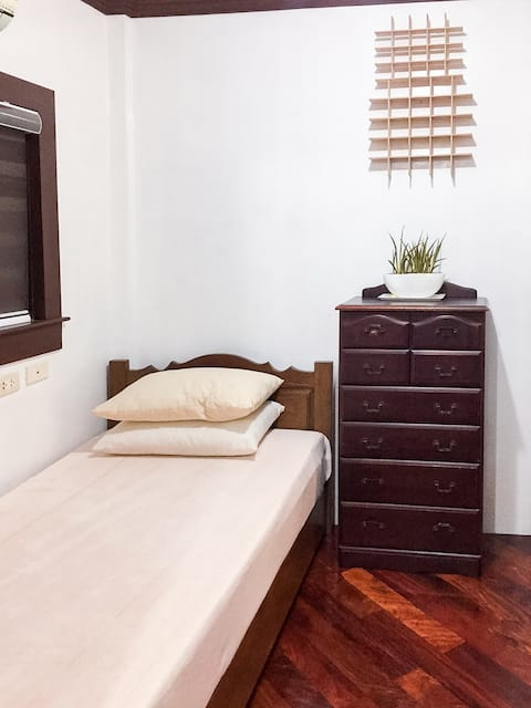GuestHouse 101: Private Solo Room (w/ aircon)