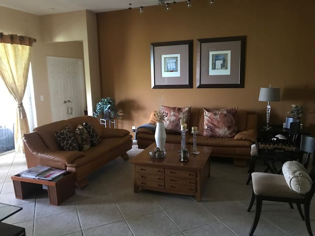 2 private rooms longer stays/ beautiful clean home