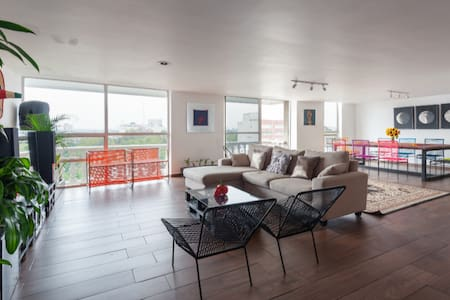 Condesa: Amsterdam's big comfy room with nice view