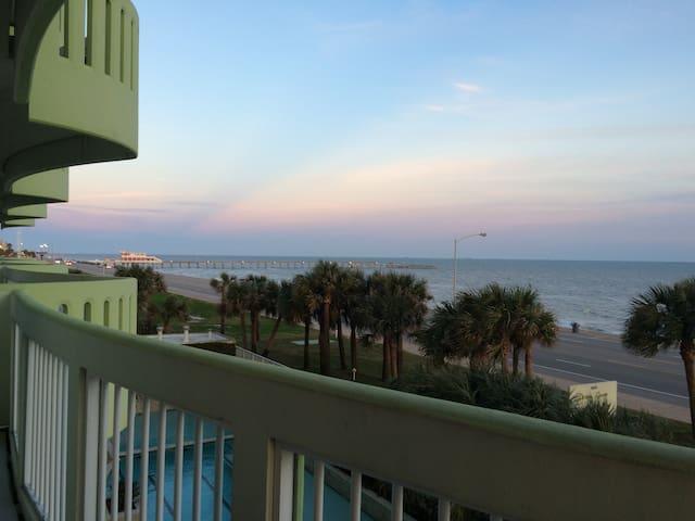 Ocean Front Condo on Seawall! - Galveston