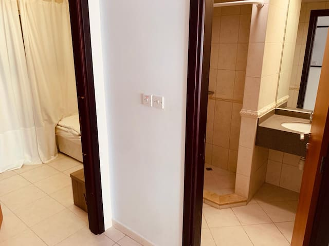 0HMDLT Cozy Room w/private bath opposite Metro