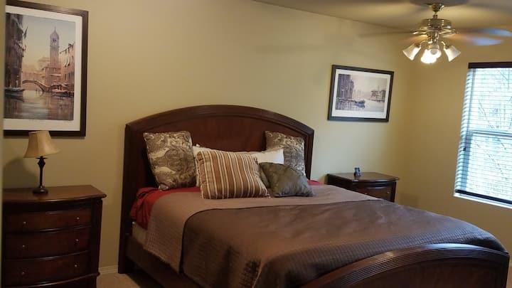 Luxury Master Suite + 5pc Bath @ Snoqualmie Home!
