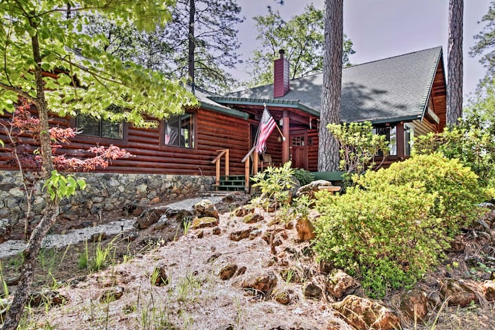 Secluded 3BR Grass Valley Cabin w/Great Mtn Views!