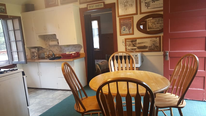 11th Aero  - Cabin w/ private hot tub & fireplace