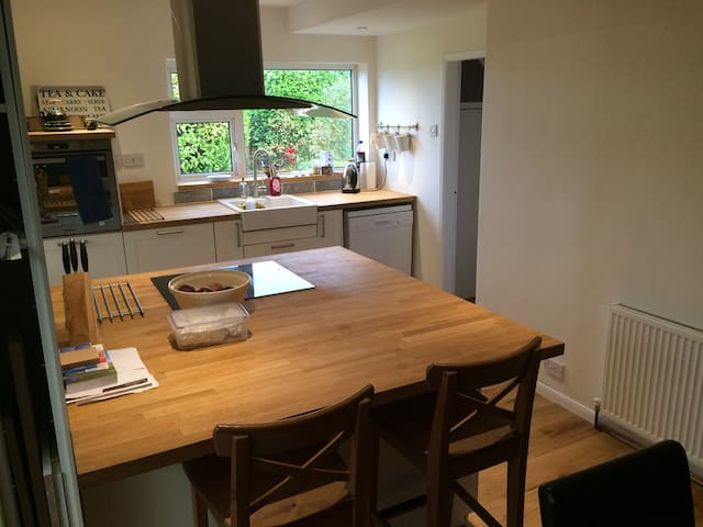 Double room with ample offroad parking, good links