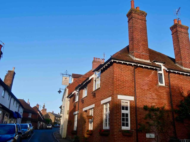 High Street Home in Historic Town of Petworth