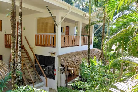 Walk to the Beach to Surf! Private Apart. Ac wifi
