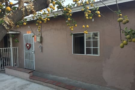 Well located cozy private room, 15min to Disney - Artesia