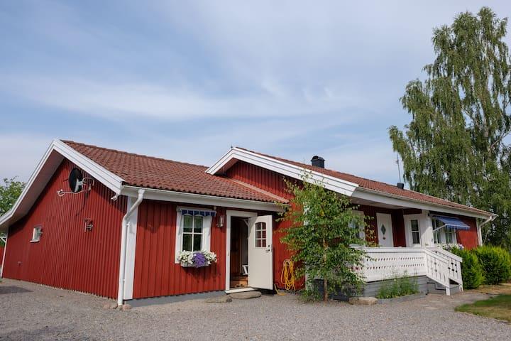 Familjevänligt hus nära sjön Åsnen