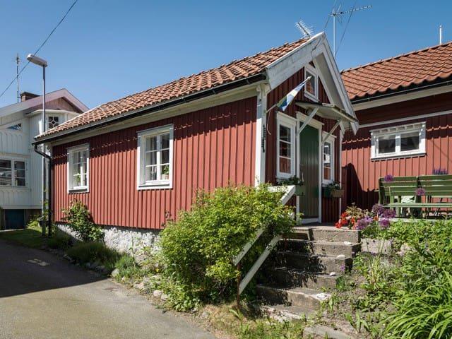 Cottage Hällevikstrand by the Sea