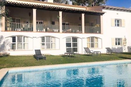 Villa Son Vida mit Pool und Blick über Golfplatz