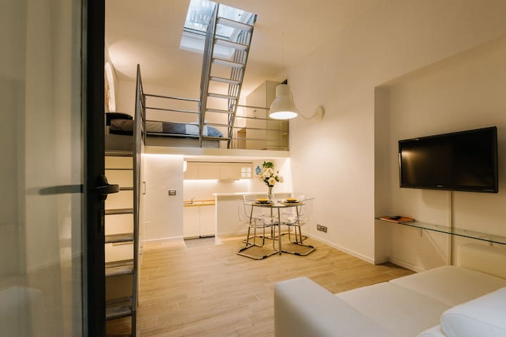 LUXURY LOFT CENTER/COLONNE DI SAN LORENZO-NAVIGLI