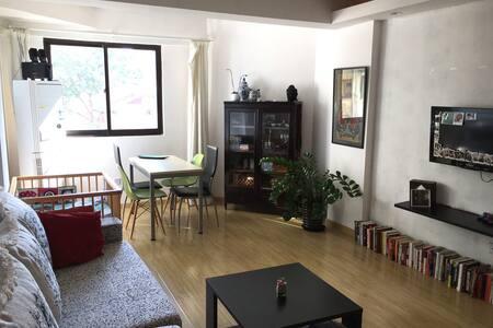 Bright, spacious 1 bedroom apt downtown Shanghai - Xangai - Apartamento