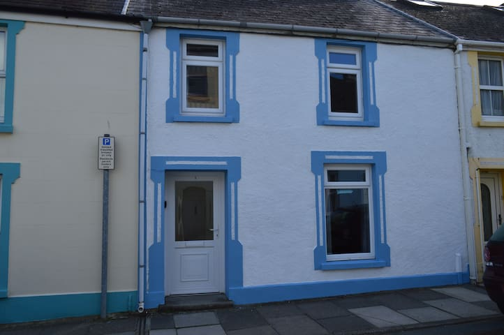 Popular cottage 100 yards from sea front - Tenby - Casa