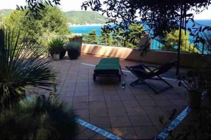 Villetta con spiaggia privata, piscina e tennis