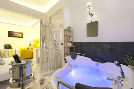 Junior Suite with Hot Tub - B&B Sorrento Central