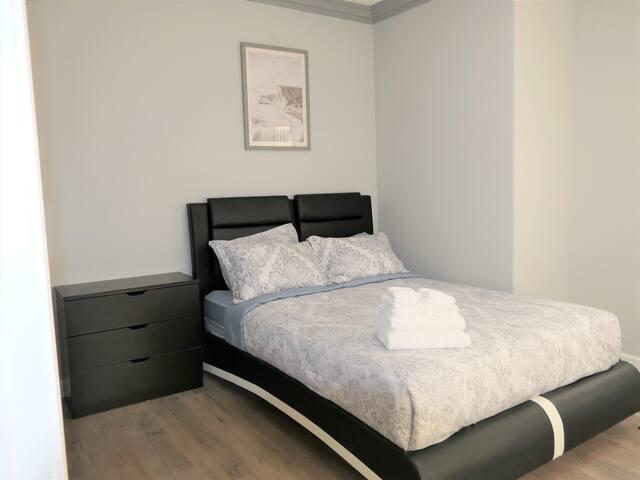 Bedroom #3 - Queen size bed