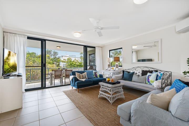 Deluxe Mid-level Apartment Sunshine Beach Village