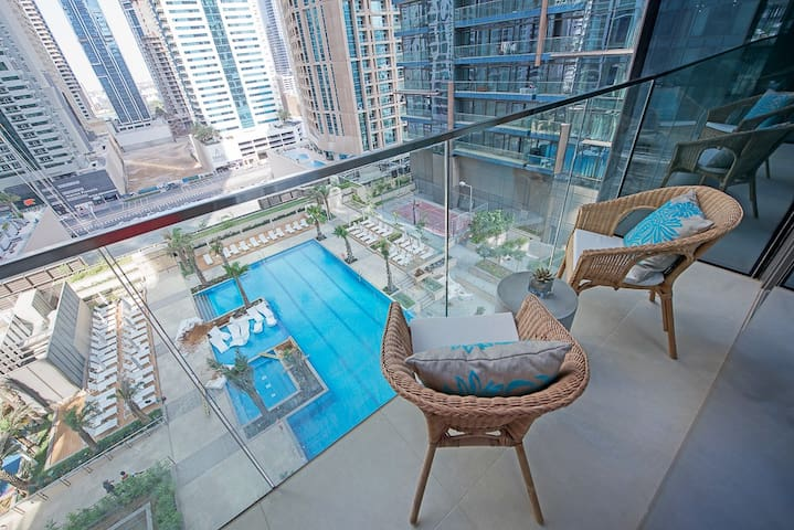 Pool View with Balcony Modern 1BDR Marina Gate