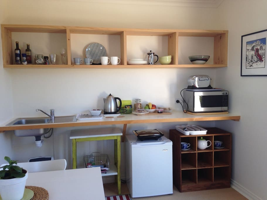 Cute and quirky mini kitchen. Please note: there is no stove but, if requested, we can provide double portable hotplates and basic cooking utensils for the preparation of simple meals. (These are only available for stays of more than one night)