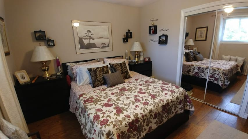 Comfortable clean room for 2  in quiet home.