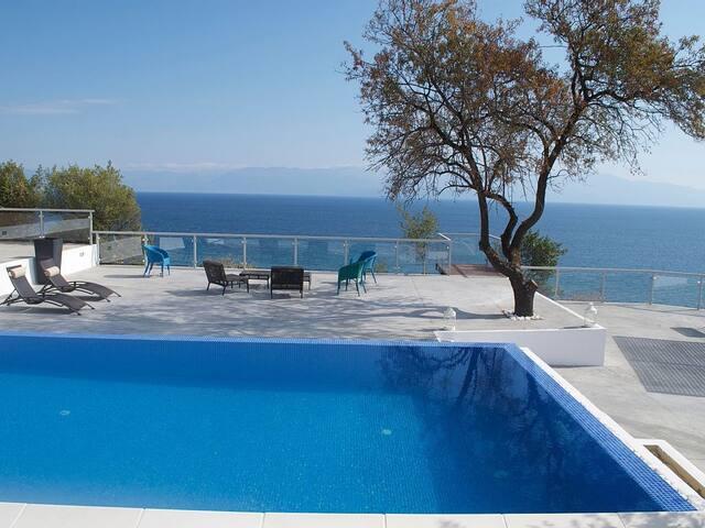 Beachside Villa-Guesthouse with Infinity Pool - Koroni