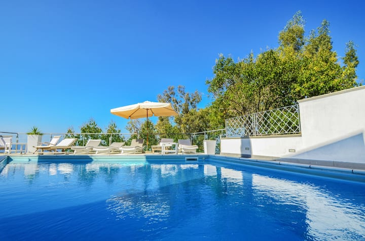 AMORE RENTALS - Villa Terri with Sea View, Private Pool, Direct Sea Access and Parking