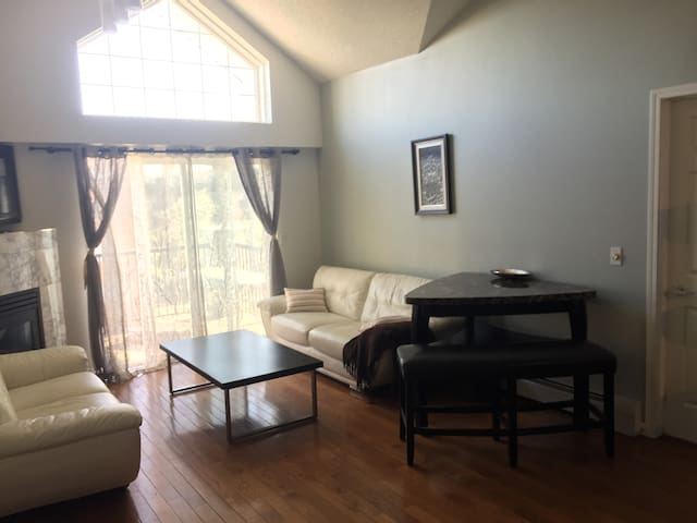 Entire Space Bedroom & Ensuite + loft & Full Bath
